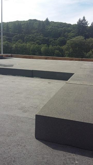 Pose de l'isolant de toit ! Encore une grande facilité !