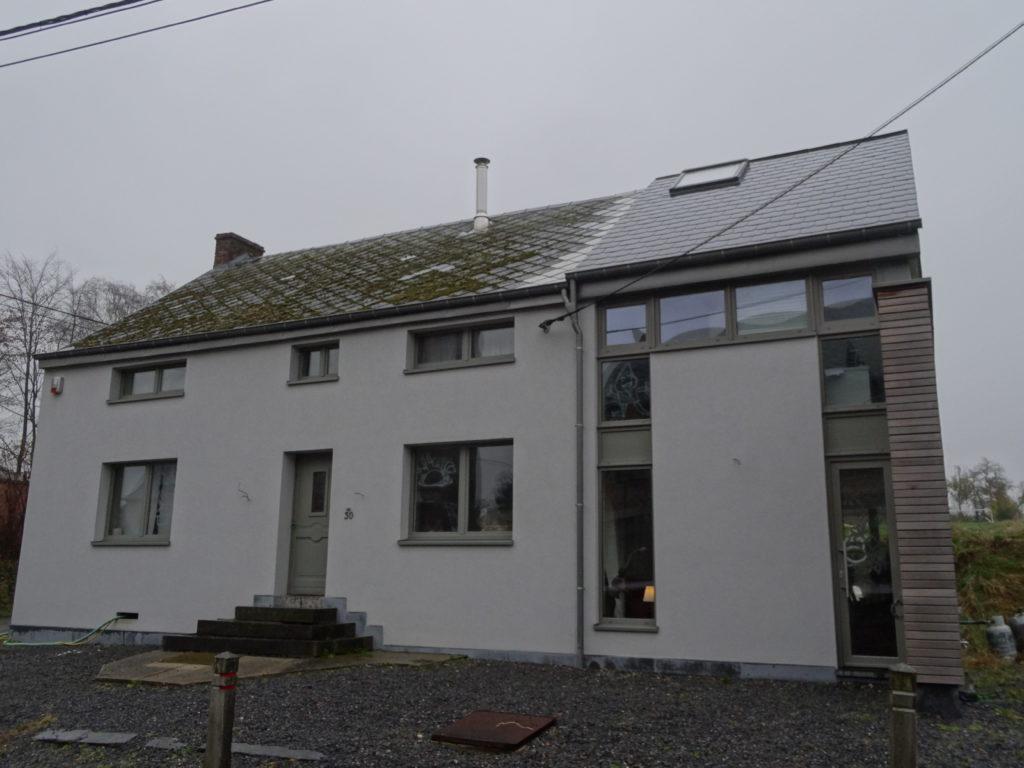 Vue de la façade avant de la maison terminée!
