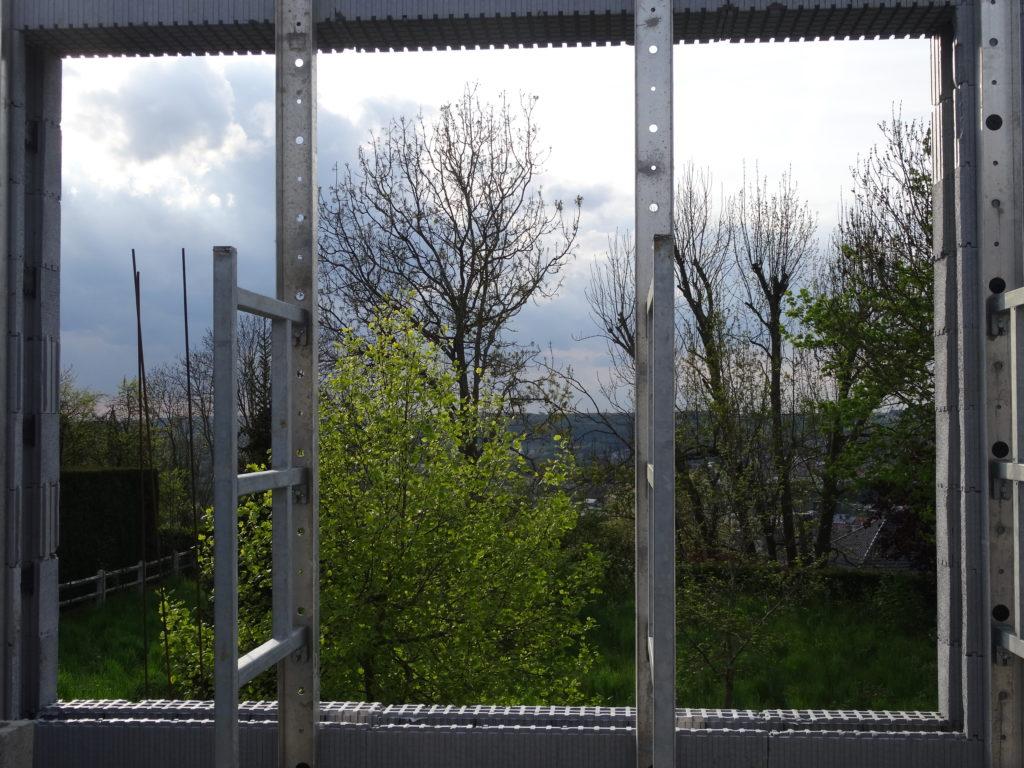 Magnifique vue de notre chambre à coucher sur notre jardin et au fond la vallée de la Meuse