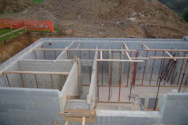 Les blocs en L de Isovariant sur la périphérie prêts à accueillir les hourdis tout en évitant les ponts thermiques