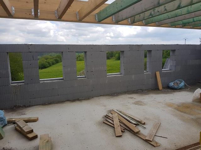 La future vue de nos fenêtres ! Il n'y a pas à dire... nous serons très bien ici !