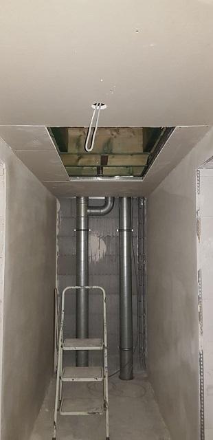 Les tuyaux de la VMC ! Parce qu'il est important de posséder une bonne aération dans une maison aussi bien isolée.