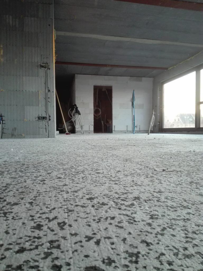 Nous avons terminé la pose des panneaux de sol isolants et le résultat est impeccable…
