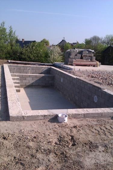 ...piscine bien entendu !!! Si on avait su, on l'aurait aussi construite avec les blocs coffrant de isovariant