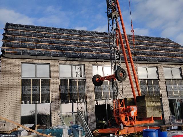 De houtenstructuur van het dak is klaar ... We kunnen doorgaan met het afdekken van het dak!