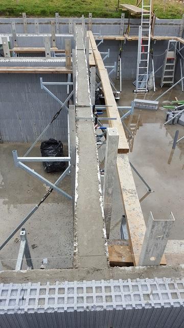 Et voilà le coulage fait lors de notre 2ième journée de formation. Un étage complet avec les murs intérieurs en une seule fois!
