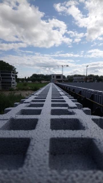 Un alignement parfait grâce au système d'emboitement des blocs Isovariant, c'est comme ça qu'on aime le voir !